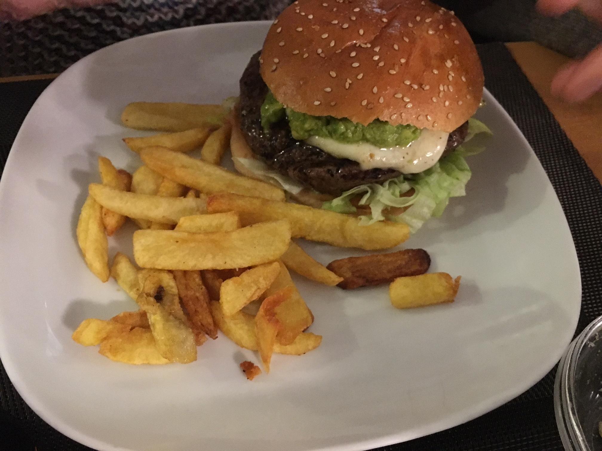 Mayes bistro - Cuando me dejan, hamburguesa